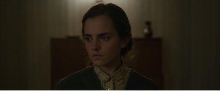 """A britânica Emma Watson está com três filmes na manga. O thriller """"Regression"""" está para estrear e, logo logo, começam as gravações de """"A bela e a fera"""". Enquanto isso, """"Colonia"""" (foto), um filme de assunto bastante sério, estreia no Festival de Cinema de Toronto"""