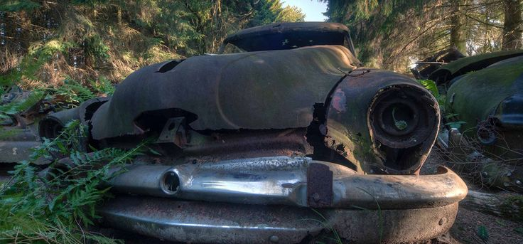 Cientos de automóviles de las tropas estadunidenses fueron abandonados en un bosque de Chatillon, Bélgica.