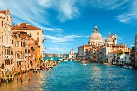 Úzke uličky, romantika a história. Ó áno! Benátky :) #history #travel #journey #venice #italy  https://www.zlavomat.sk/zlava/559939-poznavaci-zajazd-do-romantickych-benatok