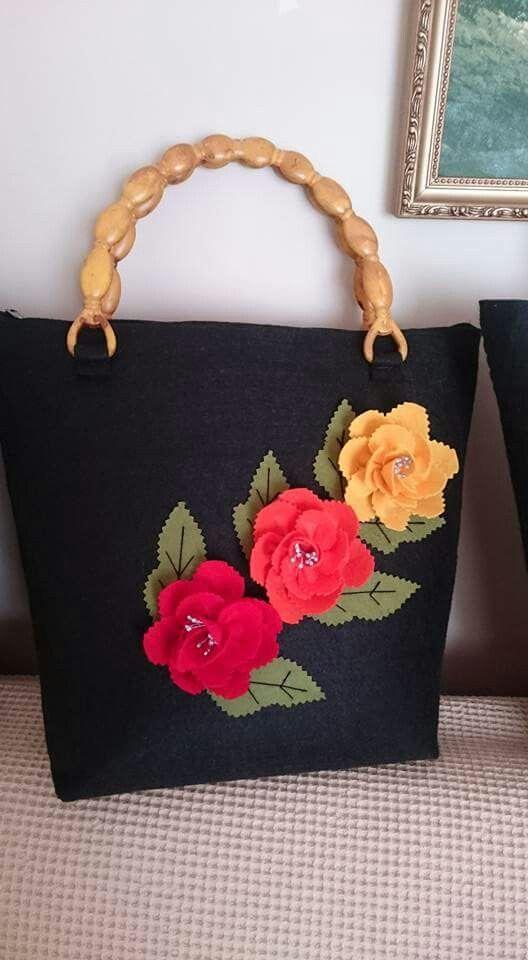 Always love the beauty of felt flower bag... :-)