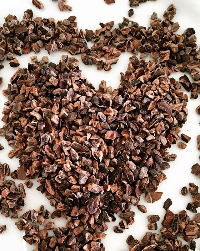 #raw#cacaonibs daar worden wij blij van:)! Ontbijt, lunch, snack?! Wat is je favoriet? #chocolate#chocolade#gezond#rauw#snack#loveinabox#healthy#puur#smullen