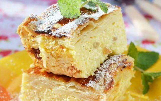 Cel mai bun desert: plăcinta cu brânză dulce şi stafide. Secretele delicioasei prăjituri. De ce se ţine aluatul la  frigider