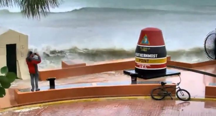 Homem Sofre a Primeira Consequência Ao Tirar Fotografias Perto Do Mar Durante Furacão Irma