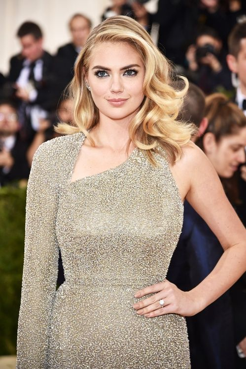 La bague de fiançailles en diamants de Kate Upton
