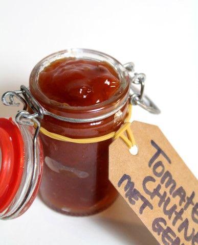 Serveer deze tomatenchutney met gember bijvoorbeeld als topping bij een goede steak of smeer hem in een lekkere tosti! :D