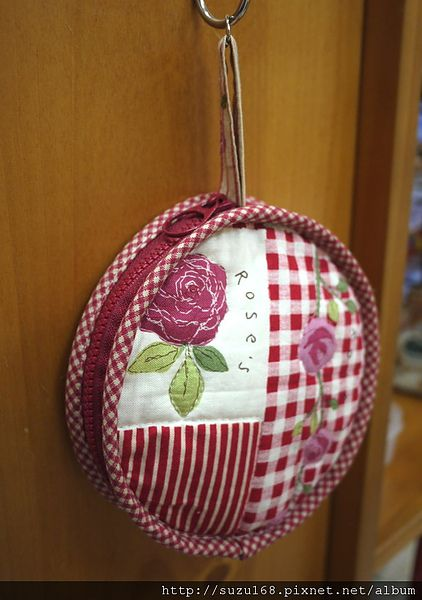 coin purse tutorial-not in English but good photos so might be able to guess a bit.