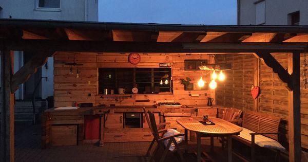 Na hallo   Natürlich war das Carport schon da, die Außenküche allerdings haben wir dann aus Palettenholz um eine alte Schreinerwerkbank gebaut. Ei…