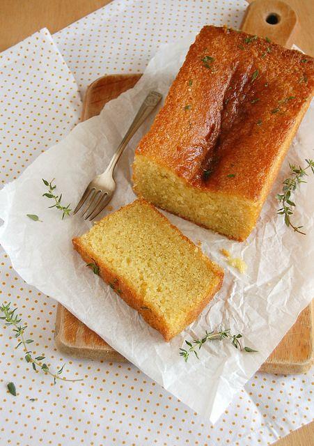 Lemon and thyme cake / Bolo de limão siciliano e tomilho by Patricia Scarpin, via Flickr