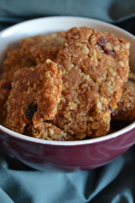 recipe, apricot, cranberry, crunchies, quick, easy, dried fruit, oat bars, interesting facts, granola bars, oats, coconut, honey, syrup, tami magnin, rumtumtiggs
