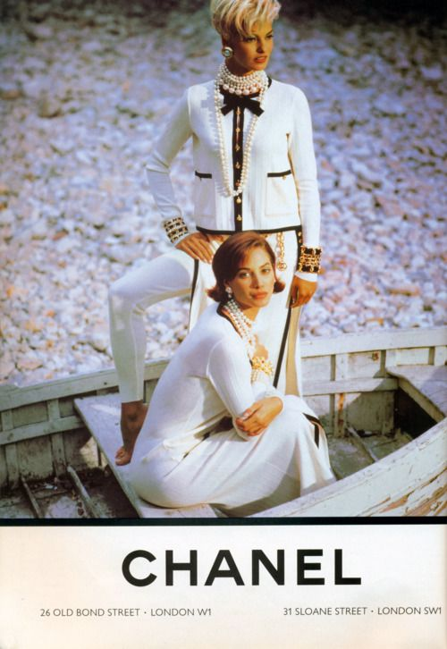 Chanel, 1991 Vogue UK, October 1991 Models : Christy Turlington & Linda Evangelista