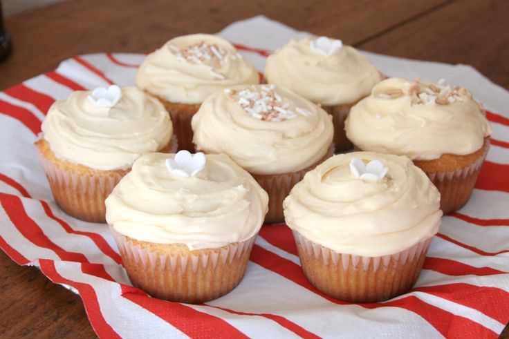 Amarula Cupcakes    If you haven't tried Amarula, the sweet creamy liqueur from South Africa made from the Marula fruit, you're missing out. This recipe looks brilliant.