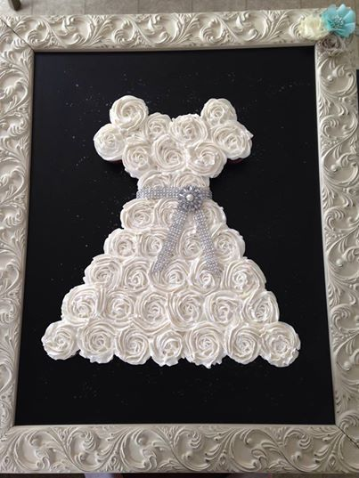 Bride S Dress Made Out Of Cupcakes Cakes Cupcakes