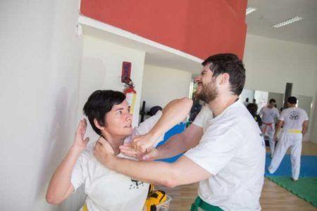 Mulheres de Recife e Olinda ganham aula grátis de defesa pessoal