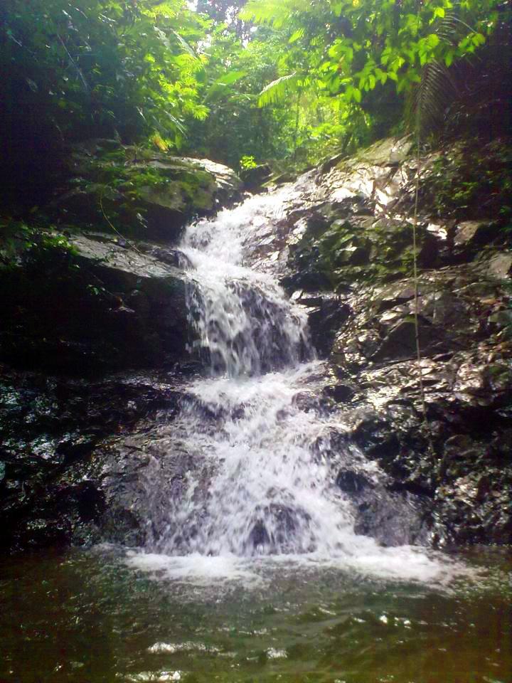 """Colombia - Cascada """"El paraíso"""" Capurgana, corregimiento del municipio de Acandí, departamento del Chocó, en el el golfo de Urabá."""
