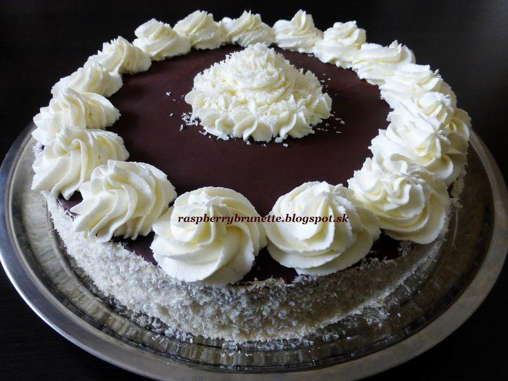 Raspberrybrunette: Torta s tvarohovo-kokosovou plnkou     Chcela som ...