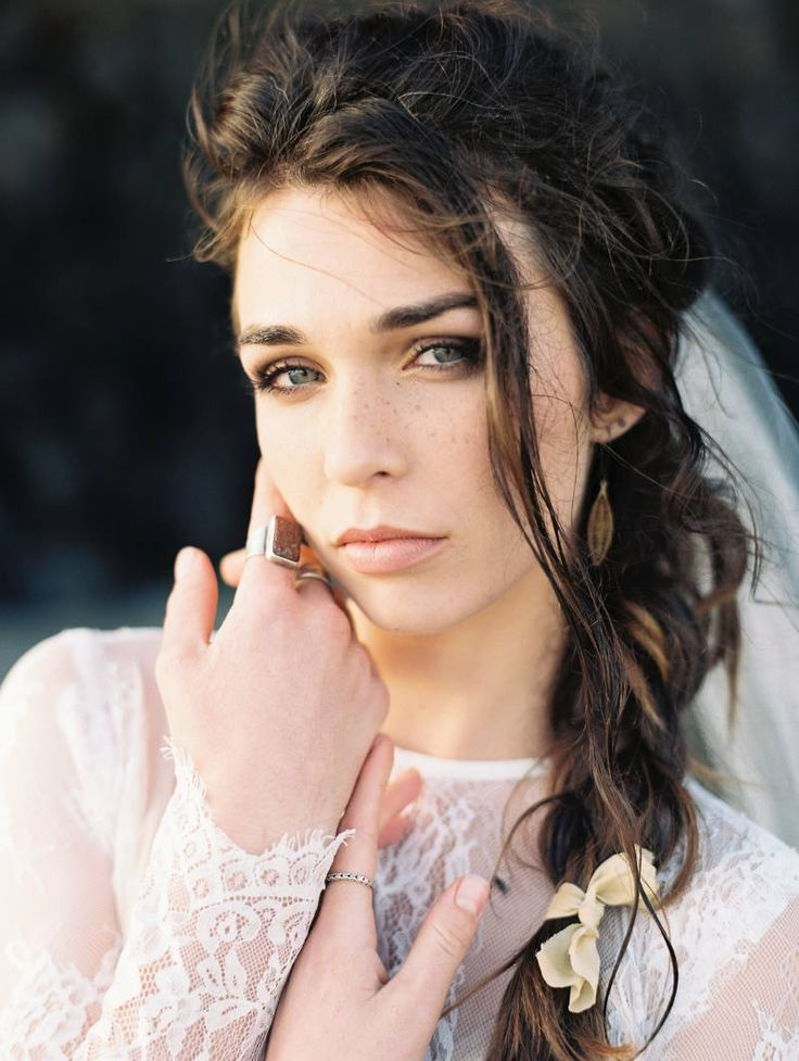 Moody Oregon Coast Bridal shoot via Magnolia Rouge