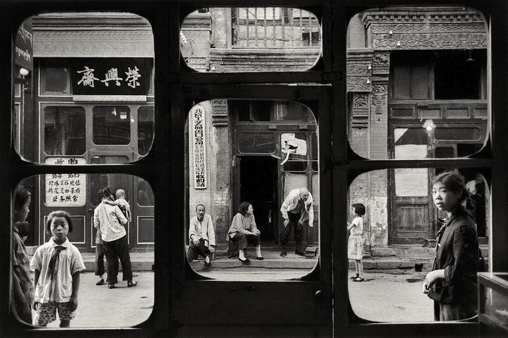 William Klein 10 - fragments make you focus on certain parts of the picture more heavily