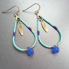 Boucle d'oreille goutte, perles miyuki turquoise clair, bleu klein et doré