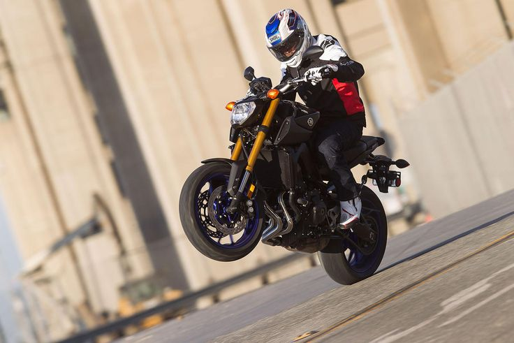 2) Best Middleweight Streetbike: Yamaha FZ-09 The middleweight revolution, for motorcycles up to 899cc, is in full swing, led by the hugely entertaining Yamaha FZ-09. With a super responsive three-cylinder 847cc engine and a no-fuel weight of 396 pounds, the FZ-09 is a kick to ride, with a sit-up riding position that's comfortable and suspension that gets the job done when your commute gets twisty.