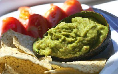 Guacamole semplice - Una semplice ricetta di guacamole autentica, direttamente dalla cucina messicana, pronta per i vostri antipasti più sfiziosi.