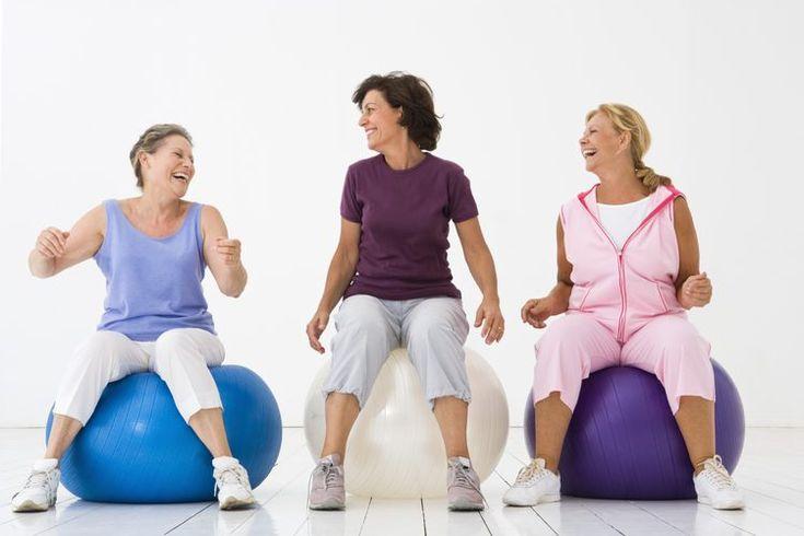 Historia de la danza aeróbica. La danza aeróbica es una forma de ejercicios aeróbicos que ha sido muy popular desde sus inicios a finales de 1960. Con su constante movimiento aunado con música de una banda sonora, este tipo de ejercicios va incorporando movimientos de baile. Por lo tanto los ...