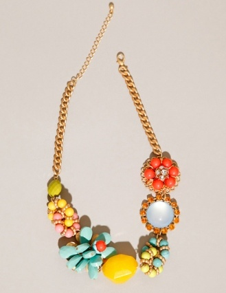 Chunky floral necklaceFashion Clothing, Fashion Clothes, Clothing Accessories Products, Jewelry Accessories, Clothing Outfit, Vintage Pins, Summer Essentials, Floral Necklaces, Chunky Floral