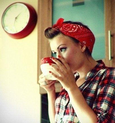 Nouer foulard bandana façon pin up, tie hair scarf like pin up. Plus d'idées mode fashion chez Princesse foulard