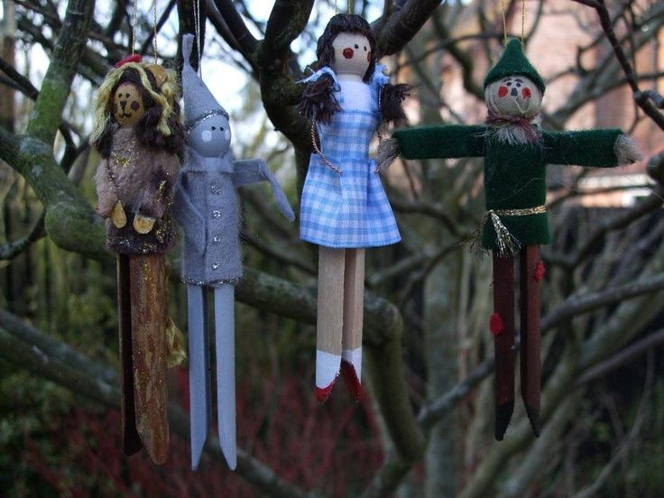 Wizard of Oz dolly peg decorations - cute to fill in the trees or a substitute for agent pictures. still trying to figure out how to make the agent ornaments