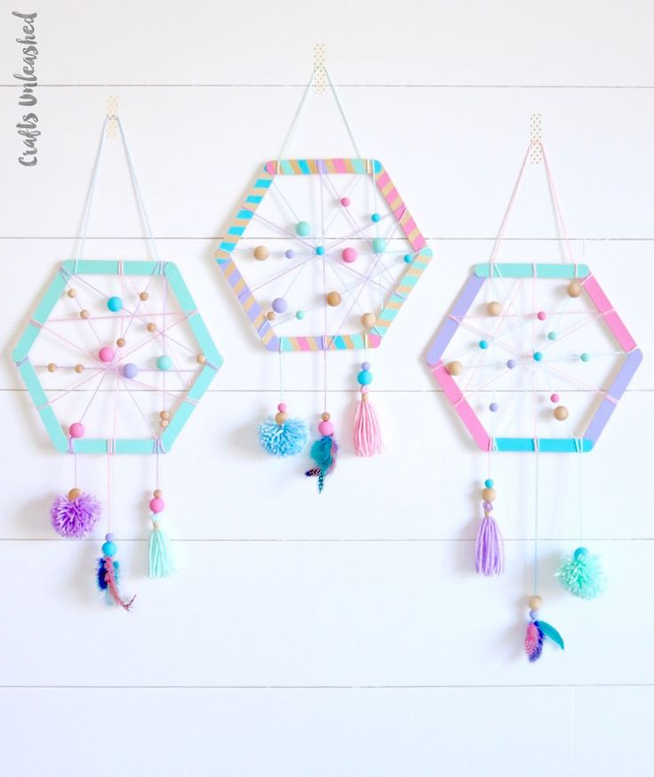 DIY Craft: Learn how to make the sweetest DIY dreamcatcher for kids with this step by step tutorial. Customize the colors and tassels to your liking!