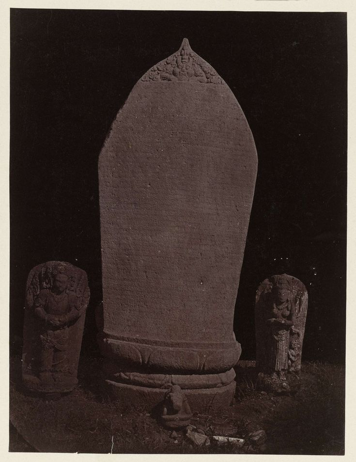 Inscribes slab (Old Javanese language, East Javanese Kawi script) from Candi Lor with a kalamukha on top (rear view); three statuettes (Surya, Nandi, femal dification imade), Residential house. Kediri, Kediri district, East Java province, 900-910 AD.