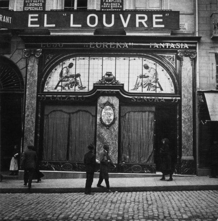 Zapatería Eureka en la Calle de la Montera, sobre 1930. Atribuida a Manuel Amuriza López Museo de Historia, Madrid
