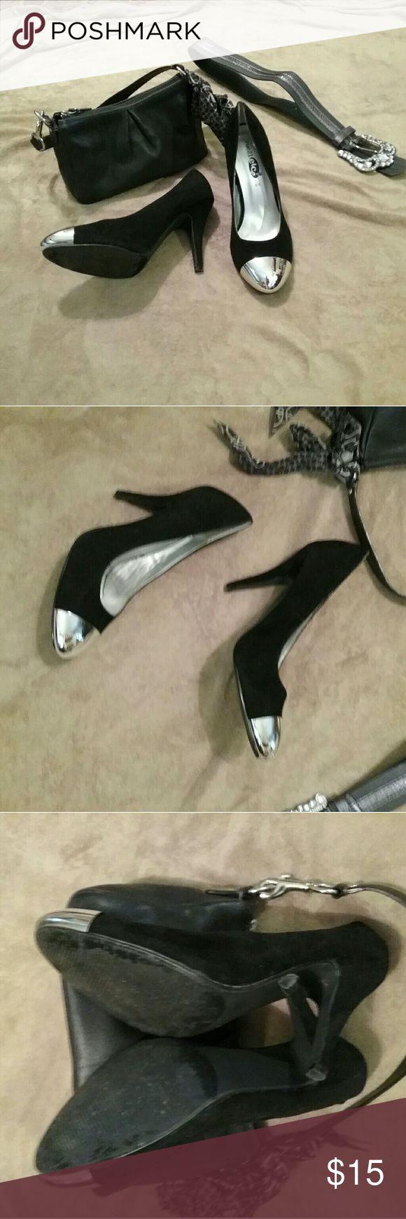 Rue 21 ETC high heels 👠  Classy and stylish  👠  Rueda 21 ETC  👠  Black velvet with a silver toe  👠 sz L 8/9  👠  item #B16 Rue 21 Shoes Heels