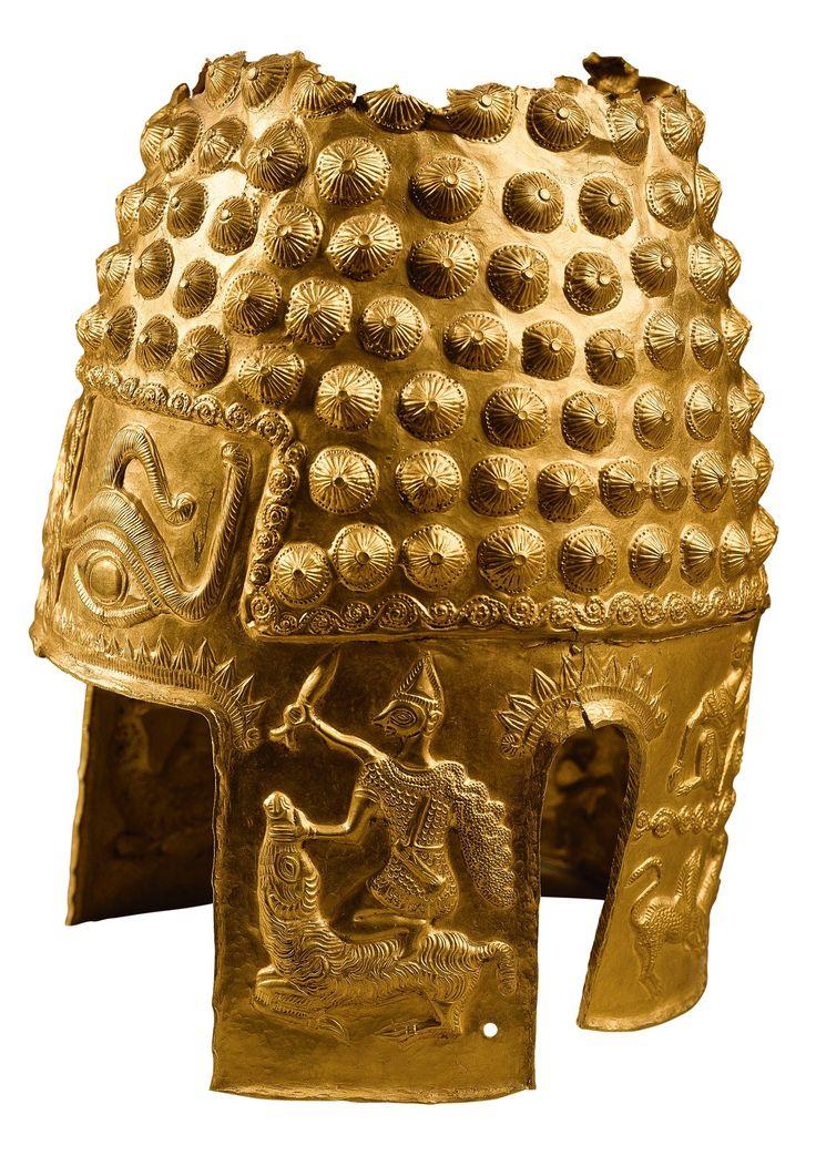 .Casco de un guerrero dacio, en oro repujado, procedente de Poiana Prahova (Rumanía). Siglo IV a.C. Museo de Bucarest.