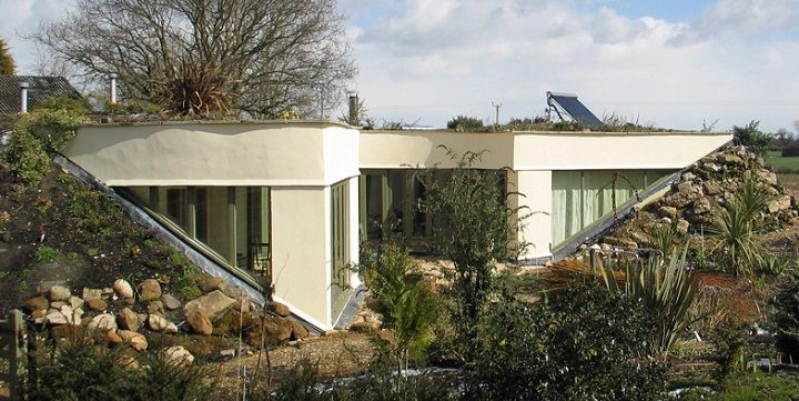 Earth sheltered home fences edging walls bricks for Earth sheltered homes cost