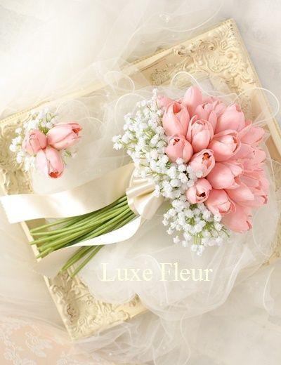 チューリップとカスミソウのクラッチブーケ   ウェディングブーケの販売 Luxe Fleur