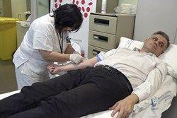 David Lucas se suma a la Campaña de donación de sangre en el Hospital Universitario de Móstoles