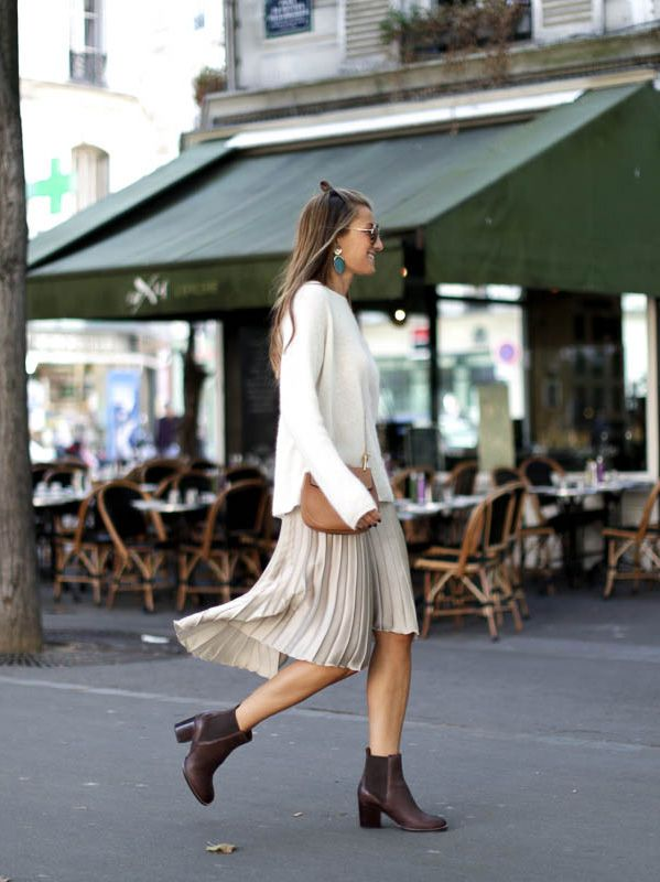 Silvia Garcia has created the ultimate 'comfy chic' style here, pairing a cosy cream sweater with a pleated midi skirt and Chelsea boots. Keep the colour palette neutral to copy Silvia's aesthetic!   Boots: Clarks, Sweater: Sézane, Skirt: Zara, Jacket: Levi's, Brooch: Chanel, Bag: Chloè.