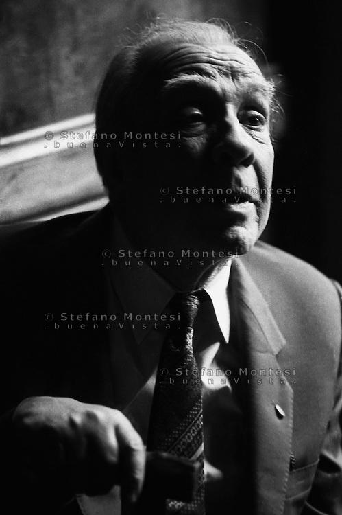 Jorge Luis Borges (1981).Lo scrittore argentino all' Accademia dei Lincei,per la consegna del premio Balzan.