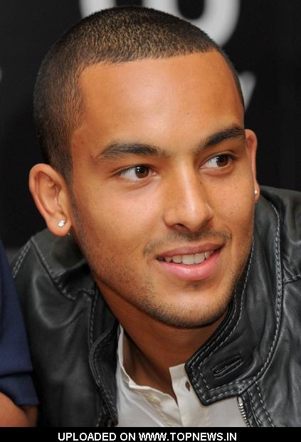 theo walcott. this is why arsenal rules