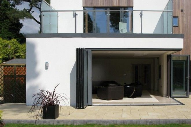 To create a modern look to this new build property, Sunfold Systems was contacted by Diamond Home Improvements to provide folding sliding doors which could open fully with no corner divide.