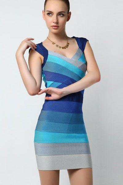 Rochii bandage Blue Ombre - O piesa vestimentara cu adevarat magica. Rochia este compusa din benzi albastre de diferite nuante ceea ce o face speciala. In partea din spate vine cu o banda pe verticala pentru a ascunde intr-un mode elegant fermoarul. Este o rochie de ocazie cu design sofisticat, care iti va scoate in evidenta formele trupului. Material: Nylon, Rayon, Spandex Colectia Rochii bandage de la  www.rochii-ieftine.net