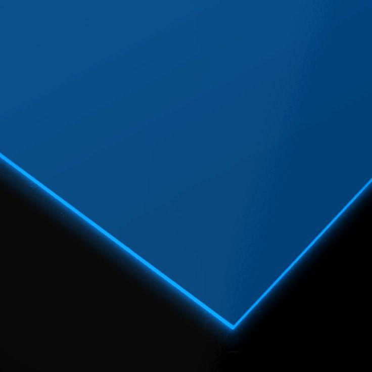 METACRILATO TRANSPARENTE FLUORESCENTE AZUL - Gama de metacrilatos fluorescentes completamente transparentes en cinco colores distintos: amarillo, azul, fucsia, naranja y verde y 3 mm de grosor.
