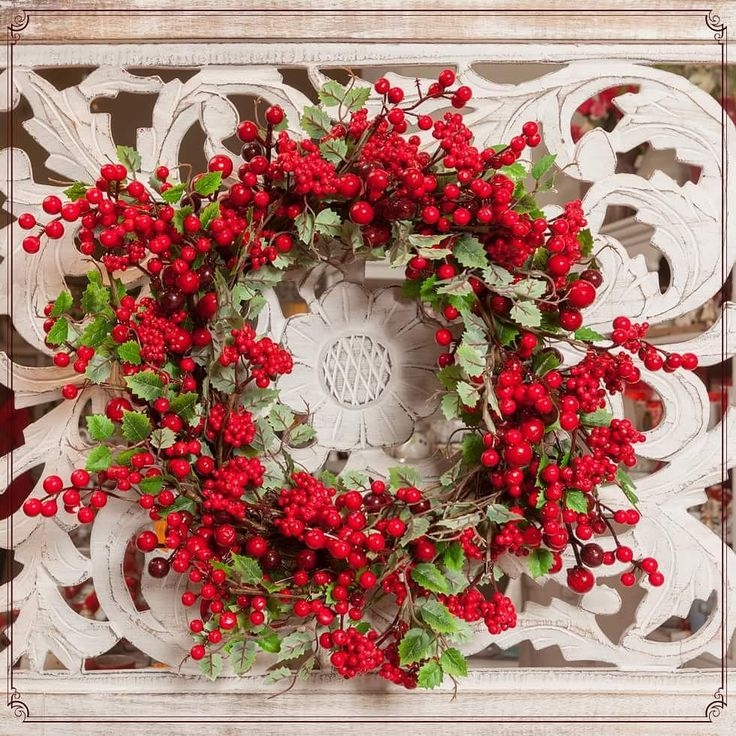Red beads wreaths with magical leaves, only on your beautiful front door!