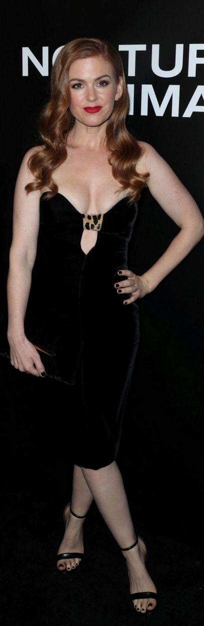 Who made Isla Fishers black sweetheart strapless dress?