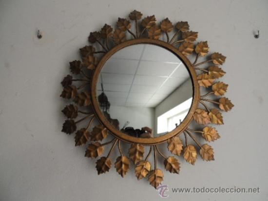 Espejo sol vintage con adornos de hojas metálicas doradas, 122 €