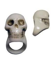 Skull ring. www.ukdk.dk