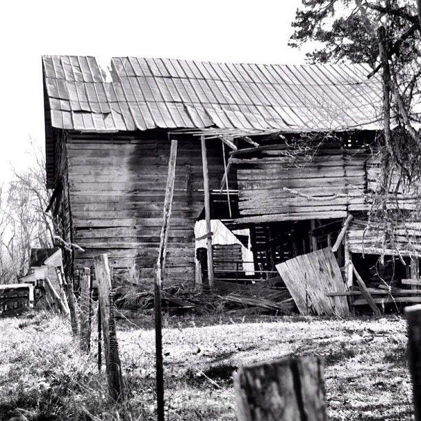 Abandoned North Carolina Homes: An Abandoned Barn In Mooresville, North Carolina