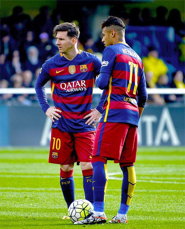 Barcelona's Argentinian forward Lionel Messi (L) speaks with Barcelona's  Brazilian forward Neymar during the Spanish league football match  Villarreal CF vs ...