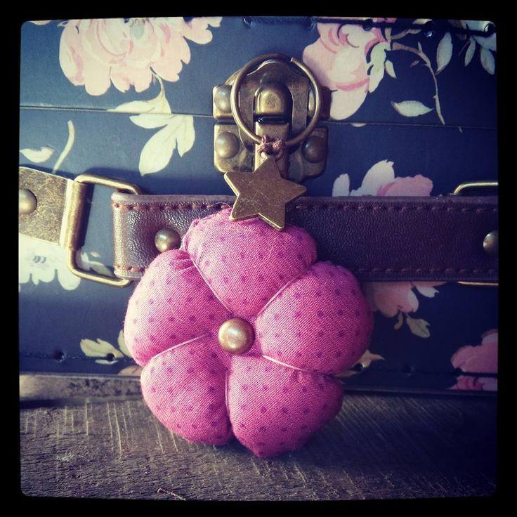PORTE CLES GRANDE Fleur 5cm + Breloque coeur Tissu POIS VIEUX ROSE BIJOU DE SAC : Porte clés par le-petit-atelier-de-laure