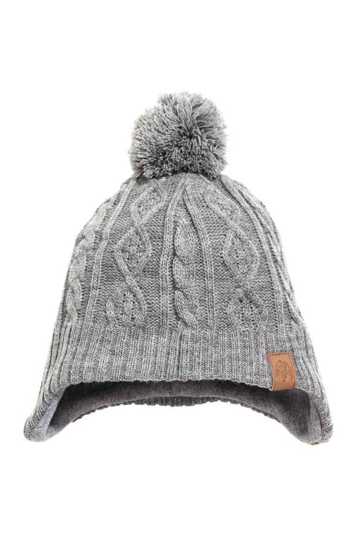 Шапка с ушками: Мягкая вязаная шапка. Сверху помпон, уши закрыты. Флисовая подкладка.